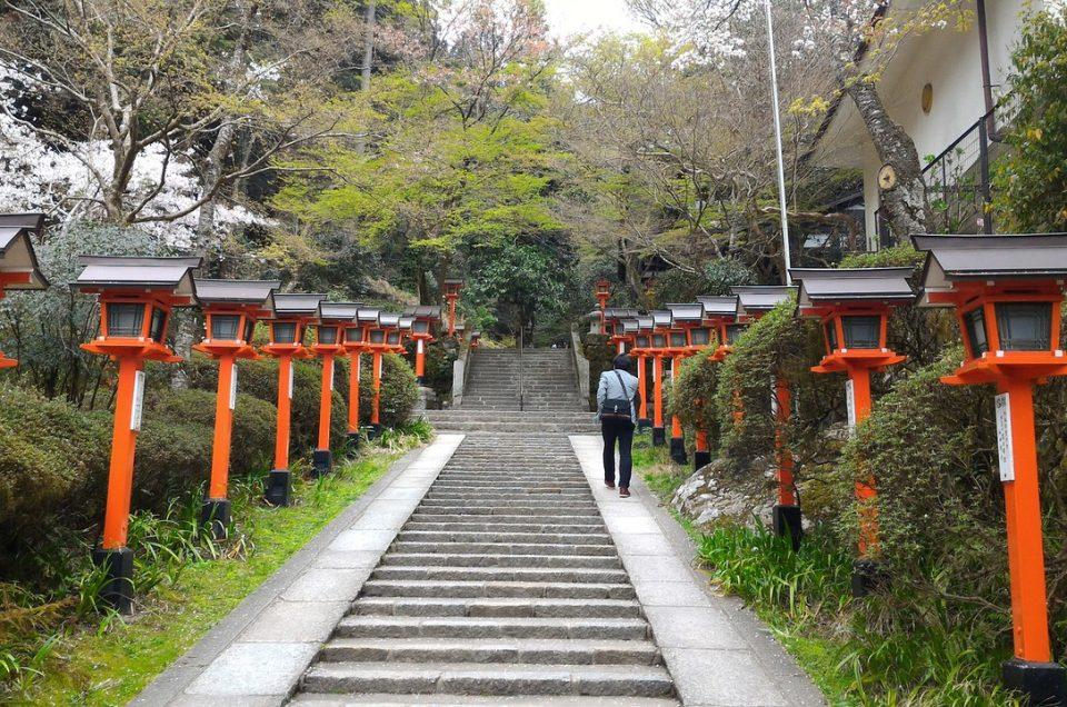 Caminhe de Kibune até o Kurama Onsen